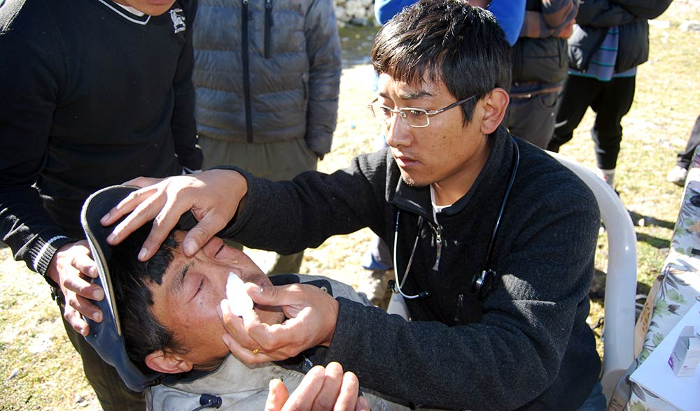 Dr-Nima-Nyamgel-Sherpa-mountain-medicine-nols-training-nepal